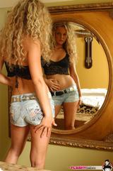 Les filles sont jalouses de la beauté de Véronika