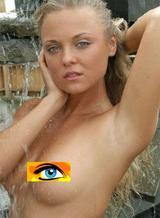 Véronika aurait un piercing aux seins!